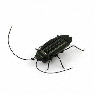 eFashion-Solar-Power-Energy-Cockroach-Fun-Gadget-Office-School-0